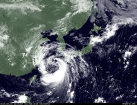 ひまわり7号可視画像 2014年8月1日12時JST