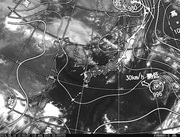 ひまわり8号赤外線画像&天気図合成 2016年8月18日12時JST